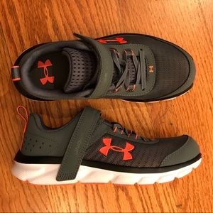 NWOT Under Armour Sneakers, Gray
